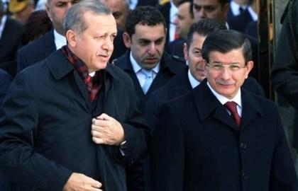 جاء طرد داود أوغلو بعد الانتقادات التي وجهها لإردوغان والتهديد بكشف الأسرار وخصوصاً ما يتعلق بسوريا