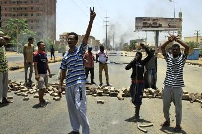 ارتفعت حصيلة شهداء عملية اقتحام ساحة الاعتصام في الخرطوم الى 60 (أ ف ب)