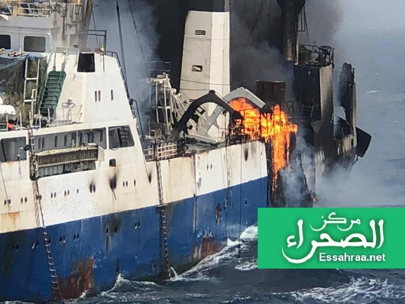 صورة توثق لحظة اشتعال السفينة في المياه الموريتانية - (خاص - الصحراء)