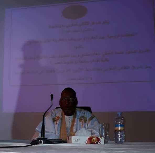 الدكتور محمد الحنفي ولد دهاه اثناء محاضرته
