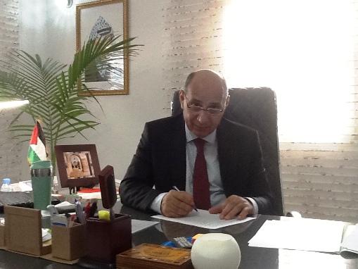 """السفير الفلسطيني خلال لقائه مع """"التواصل"""""""