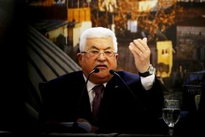 عباس رفض تلقي مكالمة هاتفية واستلام رسالة من الرئيس الأميركي (أ ف ب)