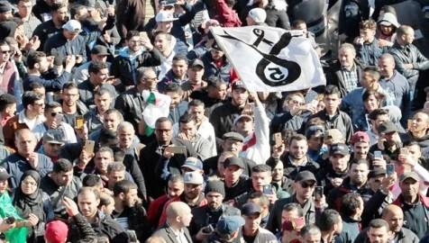 الجزائريون يخرجون في تظاهرات مليونية غير مسبوقة في العاصمة الجزائرية