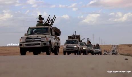 قوات الجيش الليبي المتوجهة للمشاركة في المعارك بمحيط طرابلس (أ ف ب)