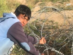 فتى فلسطيني خلال مشاركته في الجمعة الـ 54 من مسيرة العودة (الصورة من شبكة قدس)