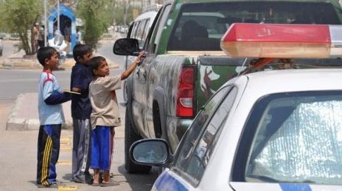 أطفال عراقيون يتسولون