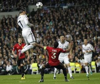 قفزة رونالدو مع ريال مدريد في المباراة أمام مانشستر يونايتد في دوري الأبطال عام 2013